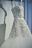 Bridal suknia podczas Viktor i Rolf Mariage Skaczemy, lata 2018 kolekci prezentacja/ Fotografia Stock