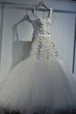 Bridal suknia podczas Viktor i Rolf Mariage Skaczemy, lata 2018 kolekci prezentacja/ Zdjęcia Royalty Free