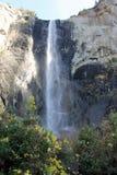 Bridalveil秋天,优胜美地国家公园,加利福尼亚,看见从基地 免版税库存照片