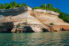 Bridalveil понижается в изображенный соотечественник утесов Lakeshore, около Muni Стоковые Изображения RF