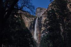 Bridalveil nedgångar i den Yosemite dalen Fotografering för Bildbyråer