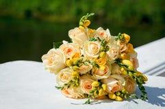 brideÑŽ的美丽的婚礼花束 库存图片