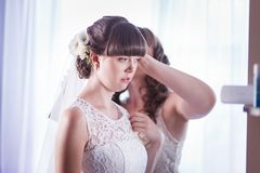 Bride adjusts the veil Royalty Free Stock Images
