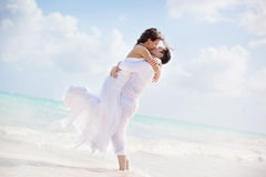 Bride And Groom Kissing On A Tropical Beach Royalty Free Stock Photos