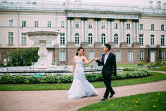 Free Bride And Groom Posing On The Streets Royalty Free Stock Images - 82870639