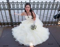 Bride on the bridge Royalty Free Stock Photos