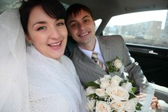 Bride with fiance in car Stock Photography