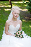A bride with a flower bouquet Royalty Free Stock Photos