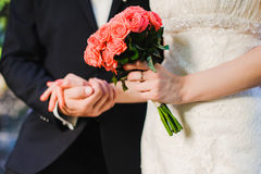 Bride and groom with bouquet Royalty Free Stock Images