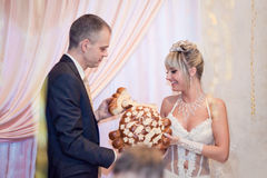 Bride and groom breaking traditional loaf Royalty Free Stock Photos