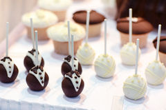 Bride and groom cake pops Royalty Free Stock Photography