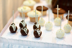Bride and groom cake pops for wedding sweet table Royalty Free Stock Photography