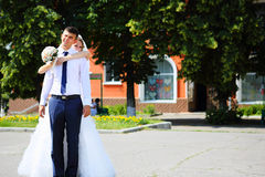 Bride and groom on a city street Royalty Free Stock Images