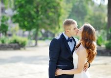 Bride and groom couple kissing in wedding day Stock Photography