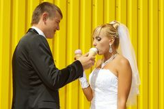 The bride and groom eat ice cream Royalty Free Stock Images