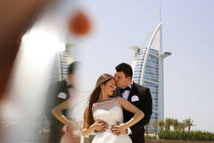 Bride and groom embracing in Dubai Royalty Free Stock Photos