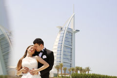 Bride and groom embracing in Dubai Royalty Free Stock Photography