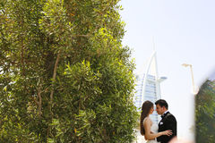 Bride and groom embracing in Dubai Royalty Free Stock Images