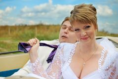 Bride and groom fooling with funny expressions Royalty Free Stock Photos