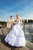 Bride and groom at a fountain Royalty Free Stock Photo