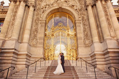 Bride and groom in front of a big building Royalty Free Stock Image