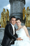 Bride and groom in front of fountain Stock Photography