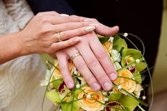 Bride and groom hands with wedding rings. Bride and groom hands with golden wedding rings Royalty Free Stock Photos