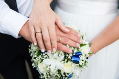 Bride and groom hands with wedding rings Royalty Free Stock Photography