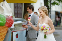 Bride and groom having an ice cream Royalty Free Stock Photos