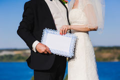Bride and groom hold an empty sign Royalty Free Stock Images