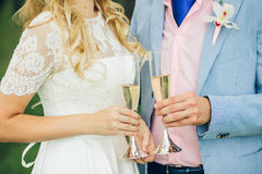 Bride and groom holding champagne glasses Royalty Free Stock Photo
