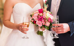 Bride and groom holding wedding champagne glasses close-up Royalty Free Stock Photography