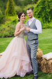 Bride and groom holding wine glasses Royalty Free Stock Photography