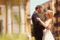 Bride and groom hugging in the city Royalty Free Stock Photos