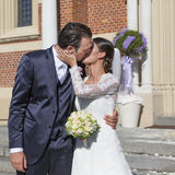Bride and groom kiss Royalty Free Stock Images