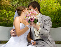 Bride and groom kissing Royalty Free Stock Photos