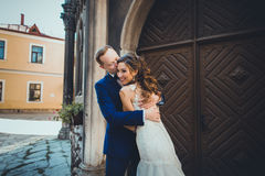 Bride and groom kissing tenderly Royalty Free Stock Photography