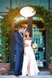 Bride and groom kissing under the arch Royalty Free Stock Images