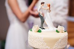 Bride and groom marzipan figures on the wedding cake royalty free stock images