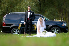 Bride and groom next to wedding car Royalty Free Stock Photos
