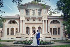 Bride and groom in  old mansion Royalty Free Stock Photography