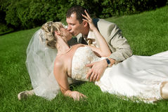 Bride and groom in the park Royalty Free Stock Photography