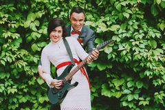 Bride and groom playing the guitar Royalty Free Stock Photography