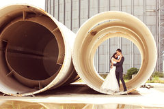 Bride and Groom posing in a big pipe Royalty Free Stock Photos