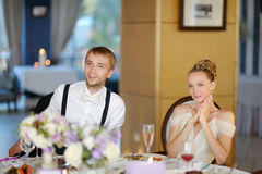 Bride and groom at the reception table Royalty Free Stock Photography