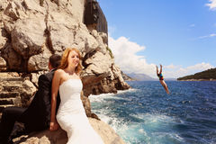 Bride and groom relaxing near water Royalty Free Stock Images
