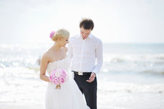 Bride and groom by the sea Royalty Free Stock Photography