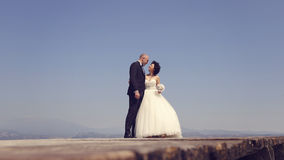Bride and groom at sea Royalty Free Stock Photography