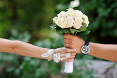 Bride groom sends the bouquet of white roses wedding Royalty Free Stock Images