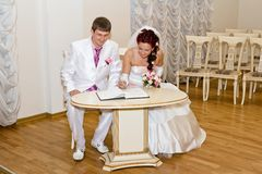 Bride and groom signs the book Royalty Free Stock Photos
